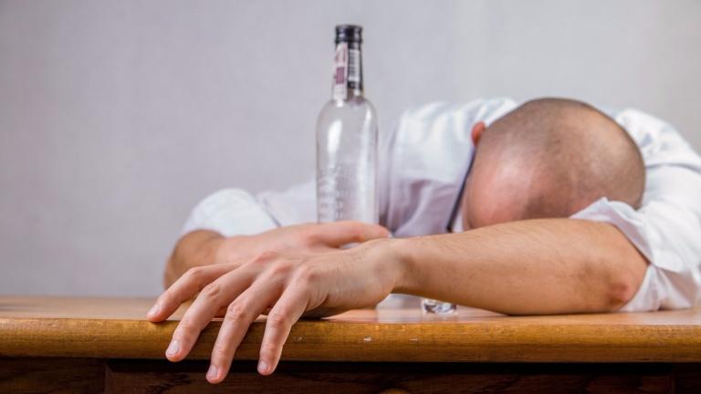 Как излечится от алкоголизма народными средствами